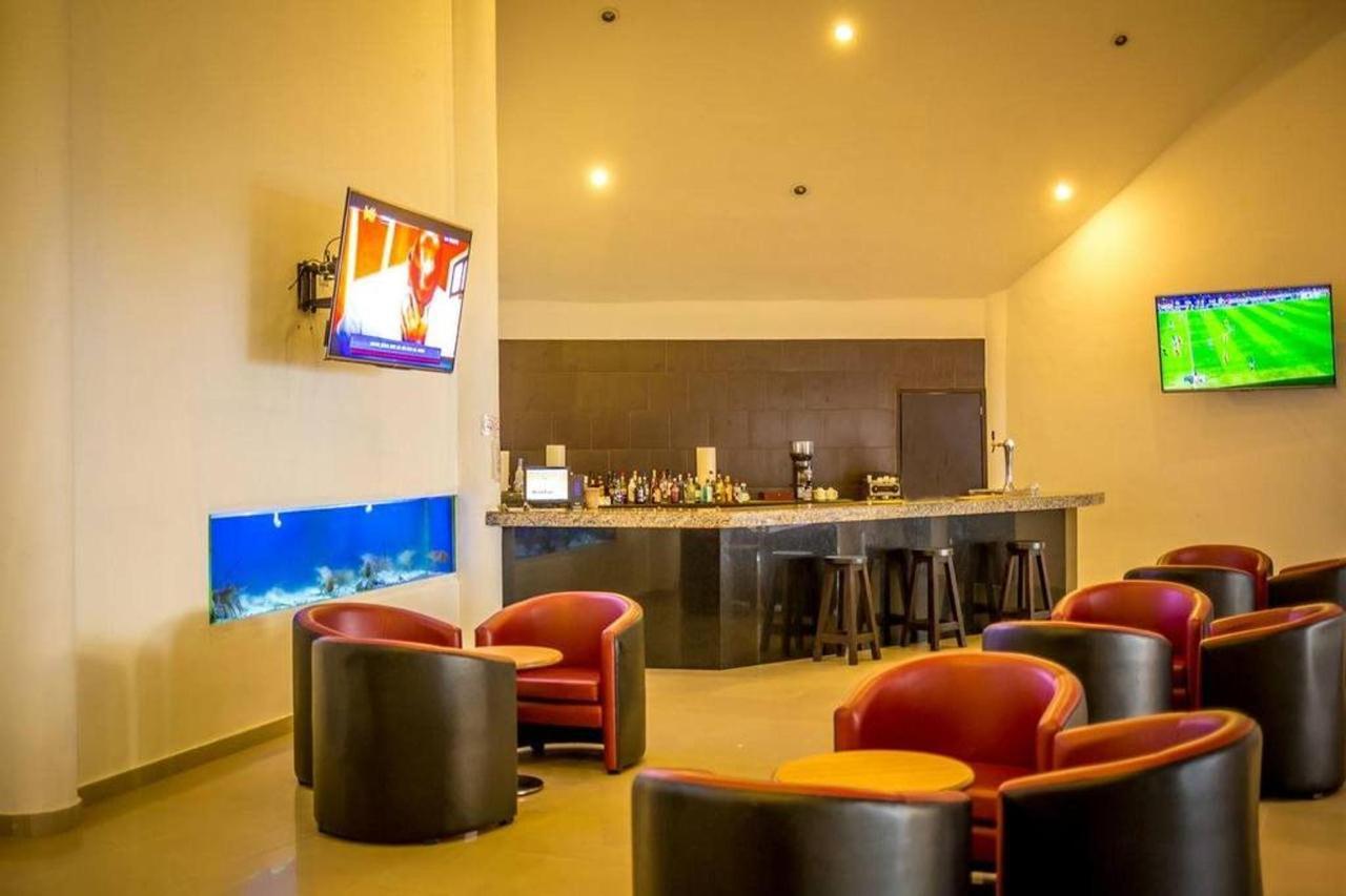 Le Reve Hotel & Spa - Bar Entertainment.jpg