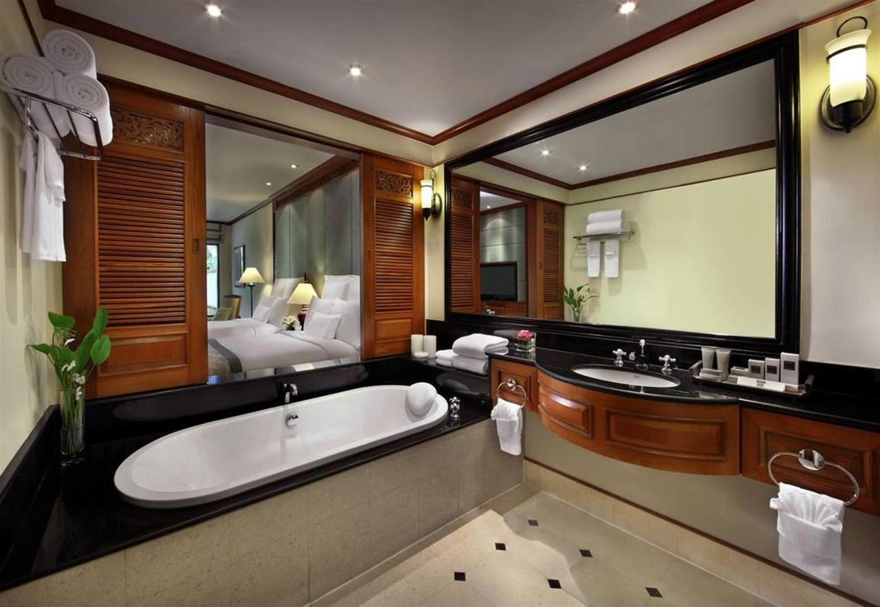 ห้องน้ำพร้อมอ่างอาบน้ำ.jpg