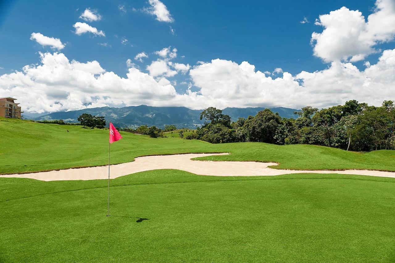 Conózcanos - Campo de Golf.jpg