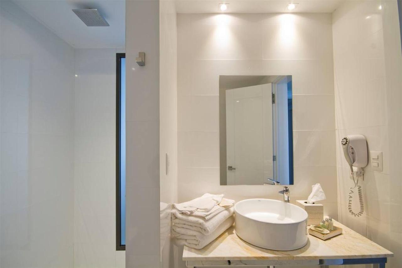 Habitación Deluxe con vista frontal.jpg