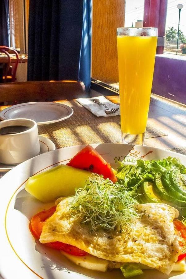 Hotel Los Patios - Desayuno.jpg