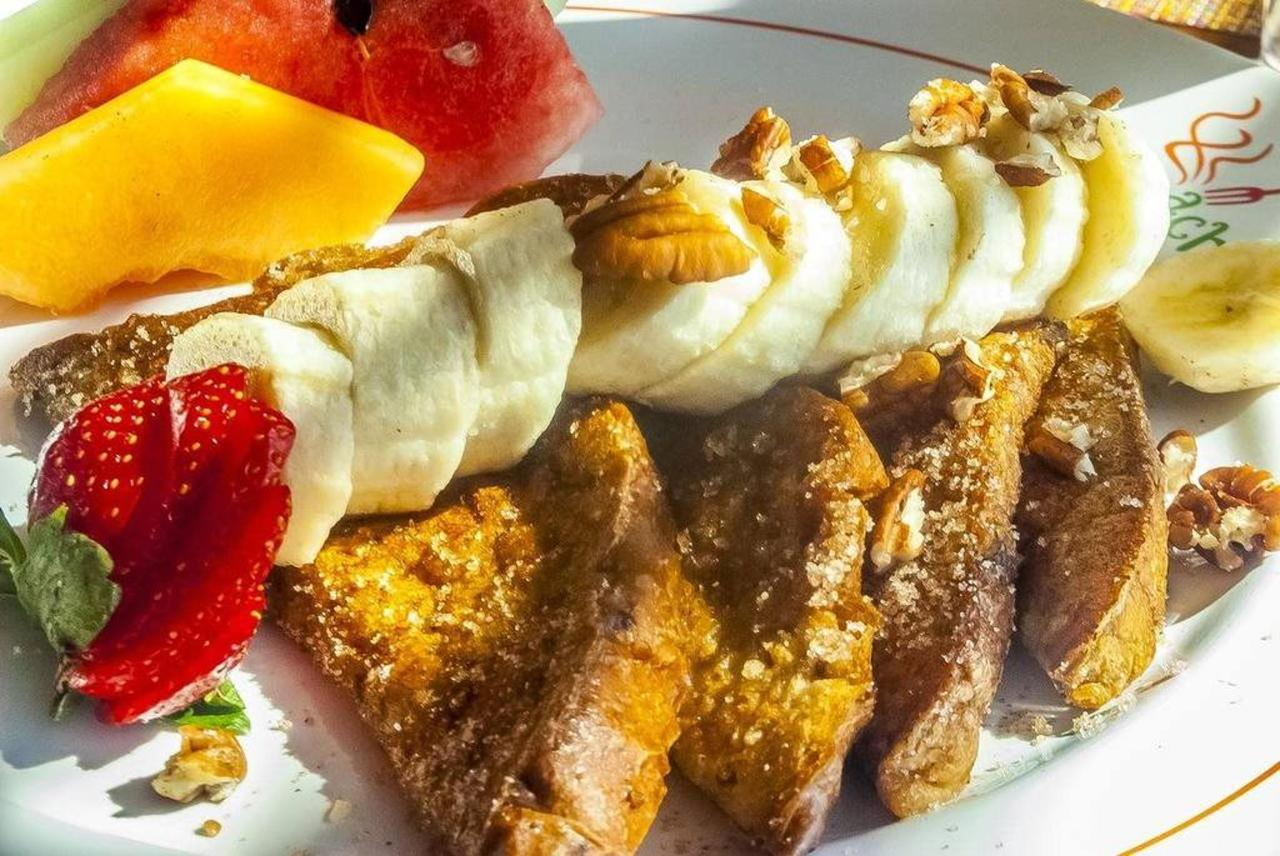 Hotel Los Patios - Frutas desayuno.jpg