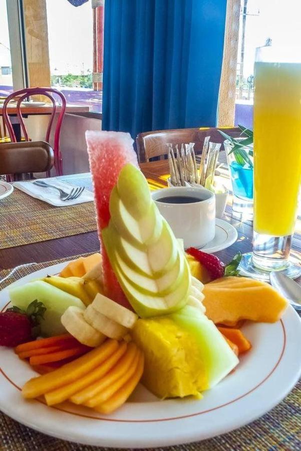 Hotel Los Patios - Café y frutas.jpg