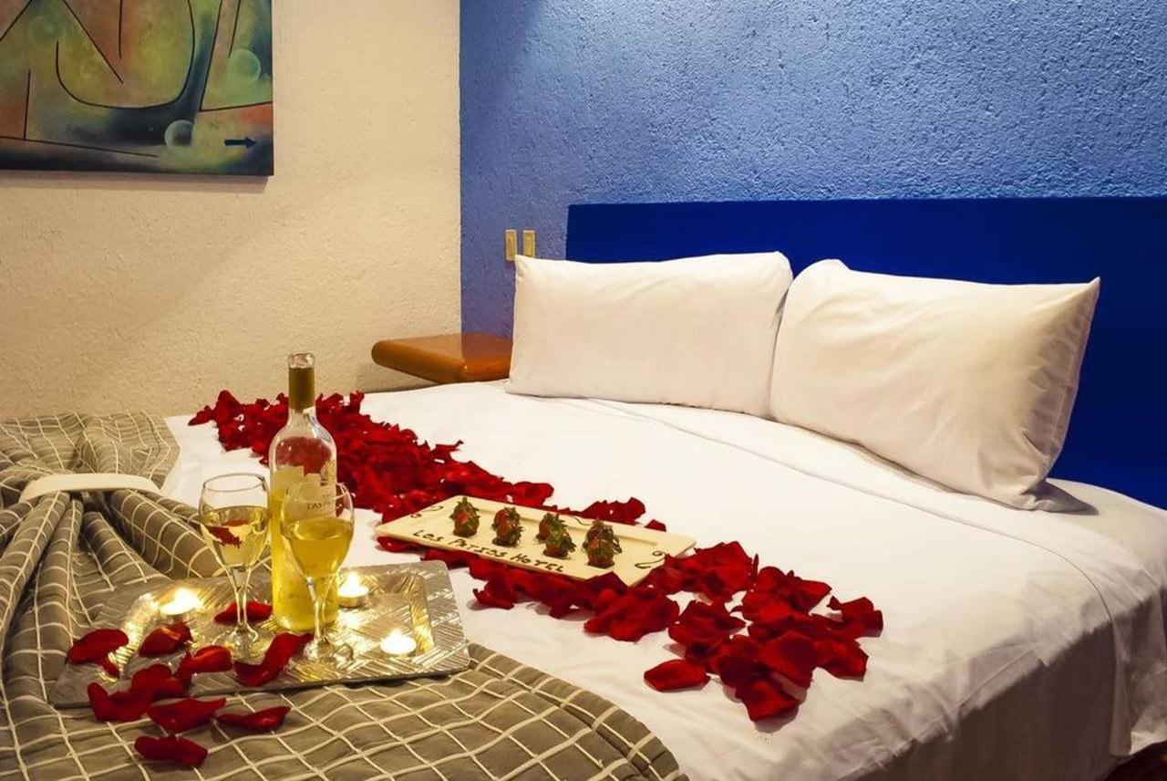 Hotel Los Patios - Vino y decoración.jpg