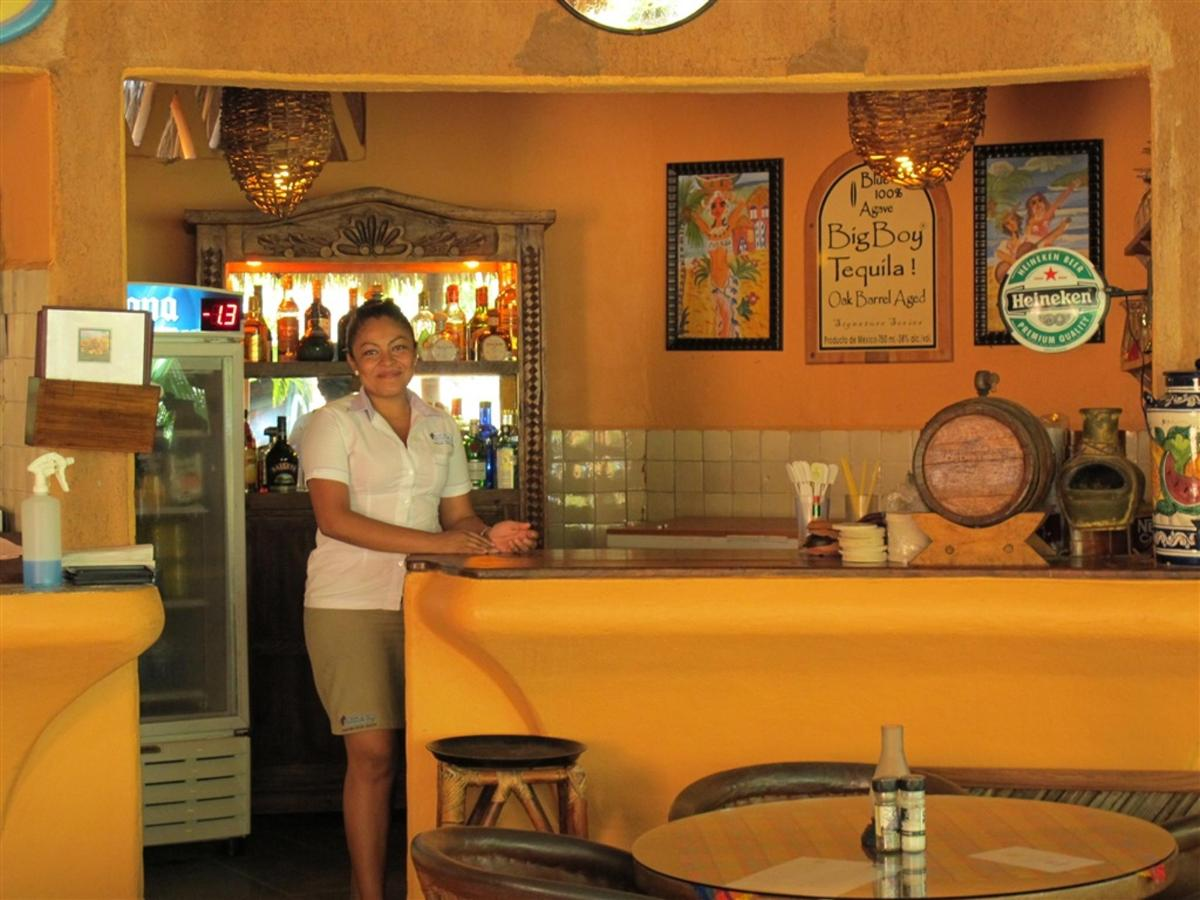 Bar en Manzanillo Bay Inn.jpg