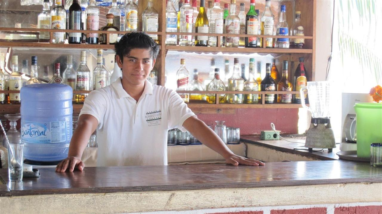 Bar en Roberto bistro.jpg