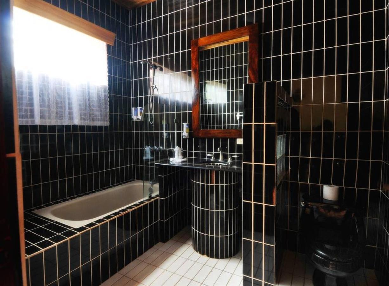 Rooms - Superior Room - Bathroom.jpg