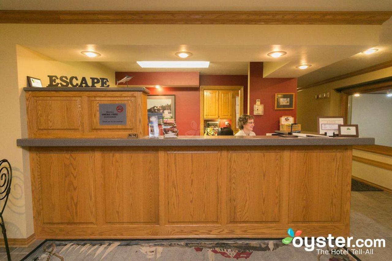Lobby & Coffee Room