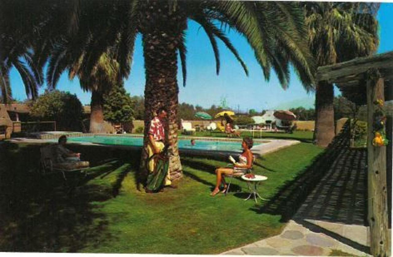 Hacienda Lawn 1950s.jpg