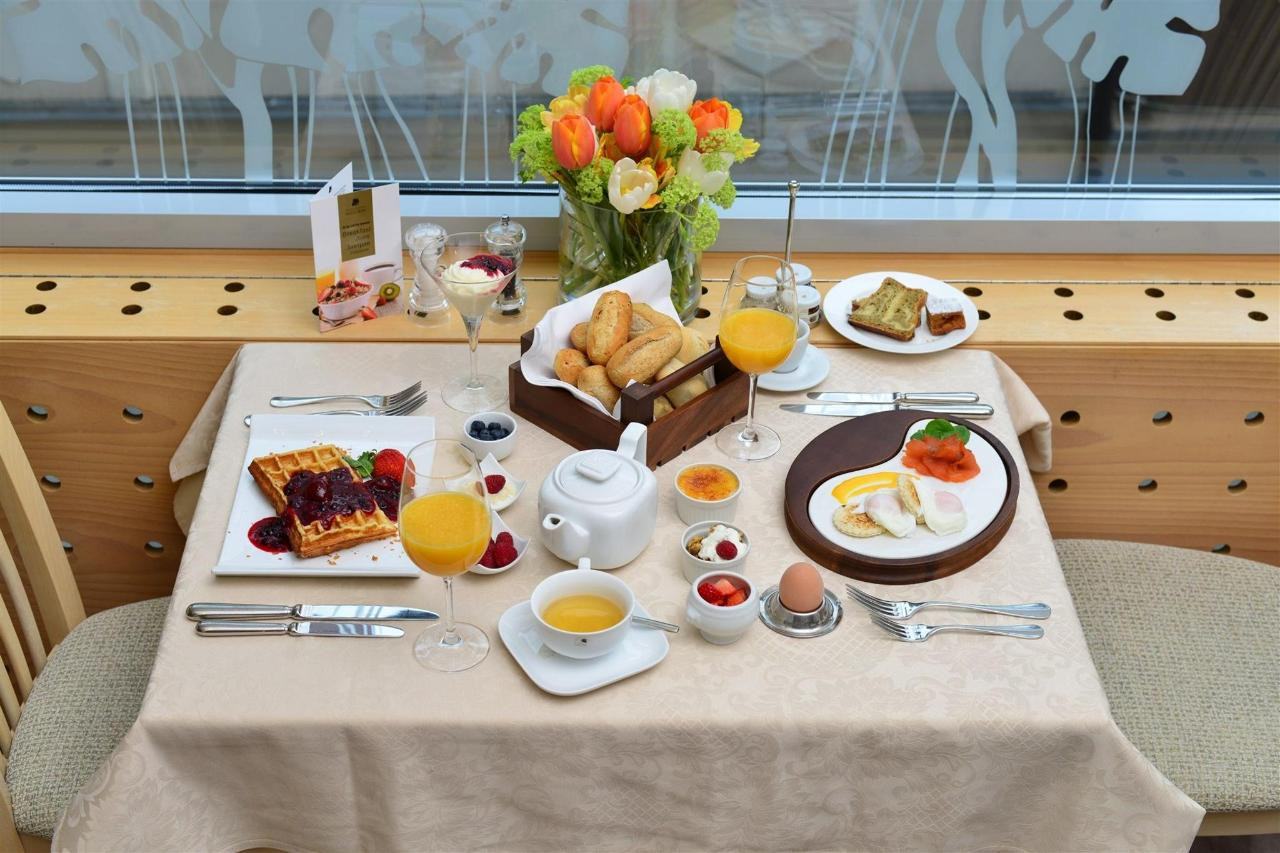 Hotel Slon_breakfast_by Peter Irman