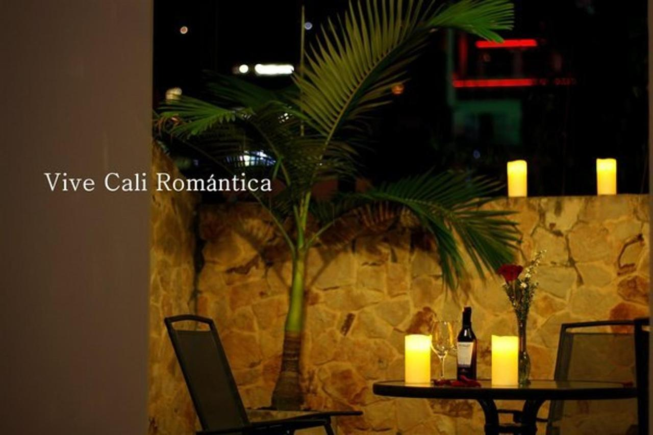Live Cali Romantic at the Aqua Granada Hotel