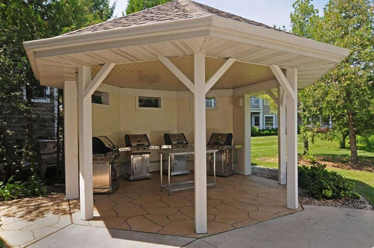 Grilling/Picnic Area