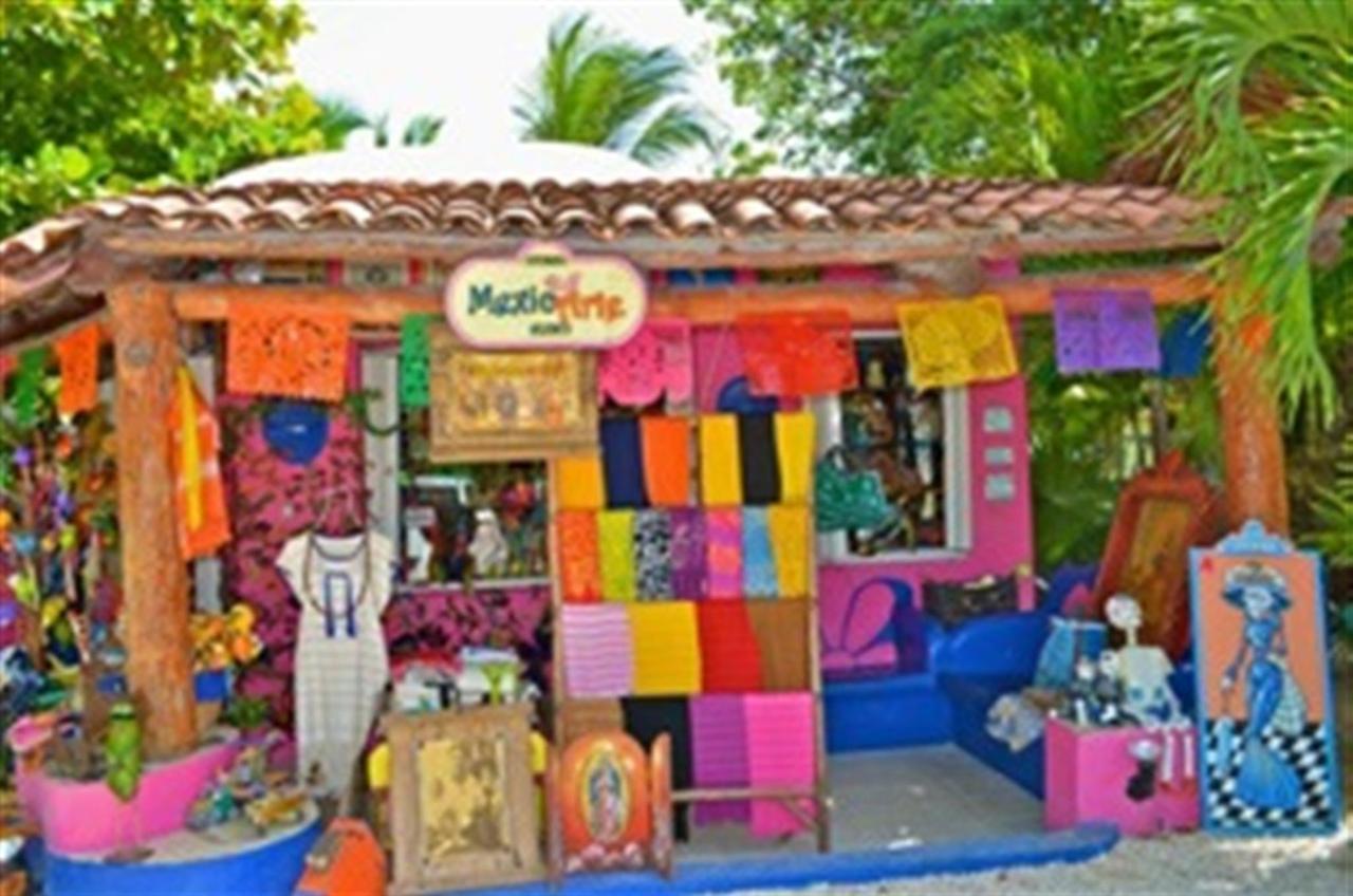 Boutique Mexicarte y Galeria Lamanai