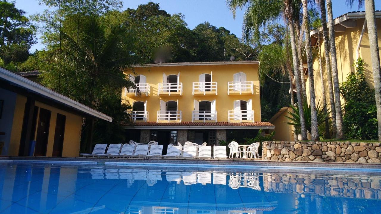 Hotel und Pool