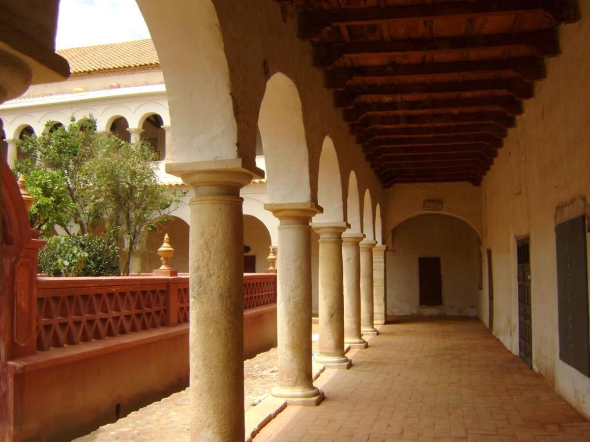 Internal Santa Clara Convent Gallery, di fronte al hotel.jpg