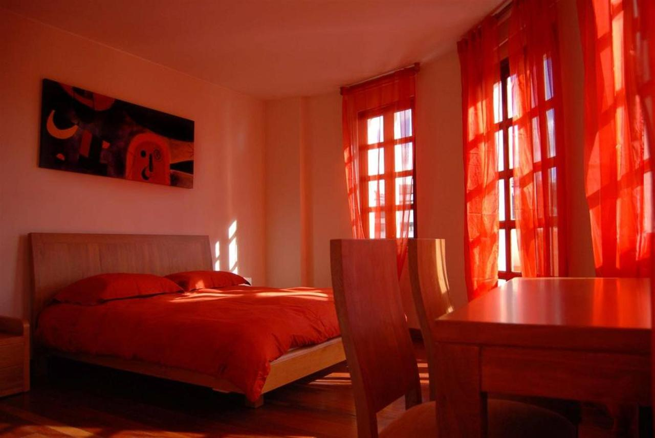 Junior Suite Orange / Scarlet, Hotel Casa Deco, Bogotá, Colombia.jpg