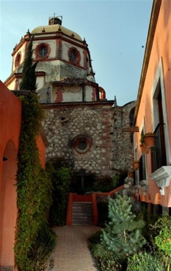 Vista de la Parroquia desde el jardín, Hotel Casa Rosada Adults Only, Guanajuato, Mexico.jpg