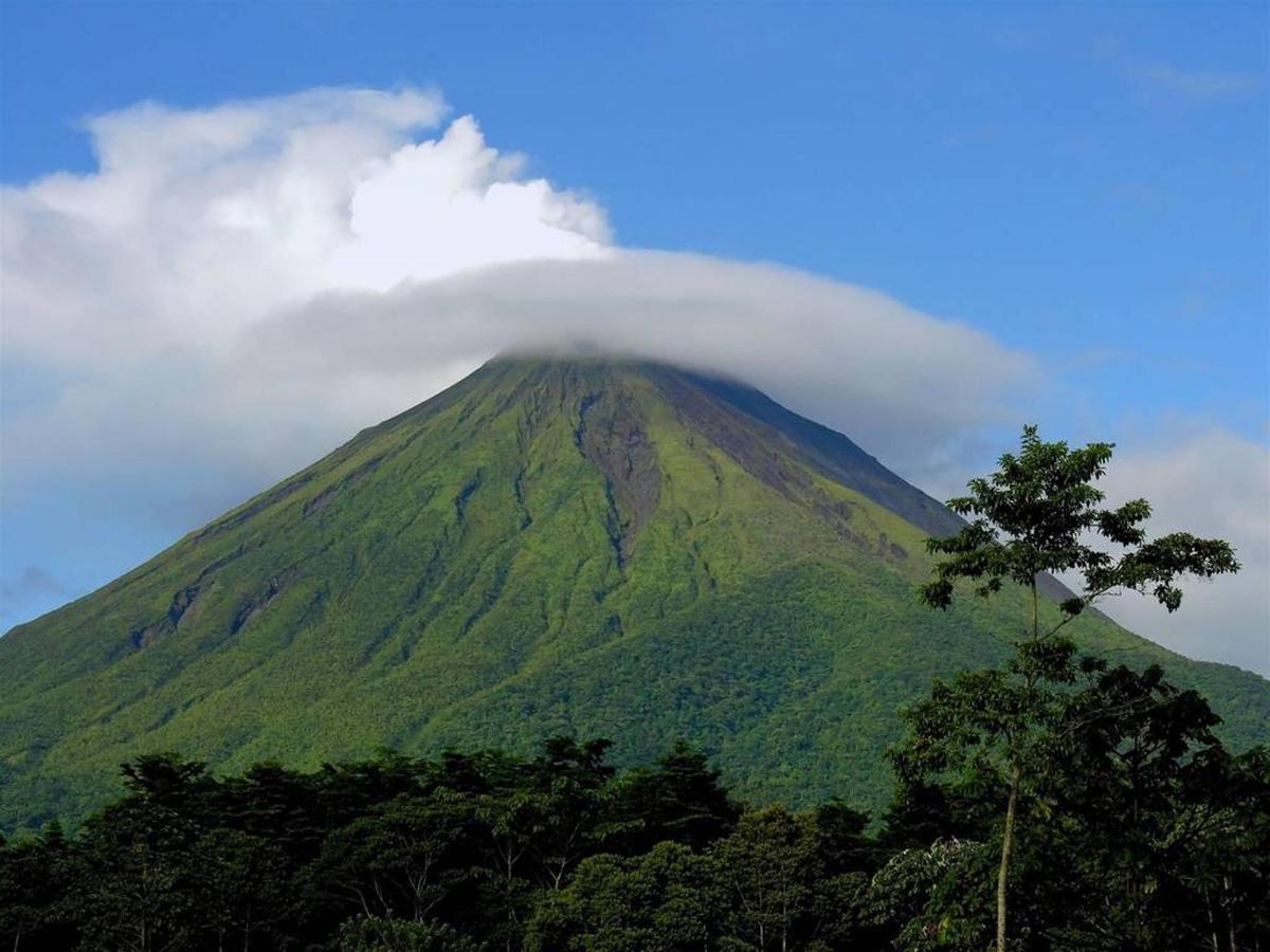 Arenal Volcano Paisaje, Alajuela, Costa Rica.jpg