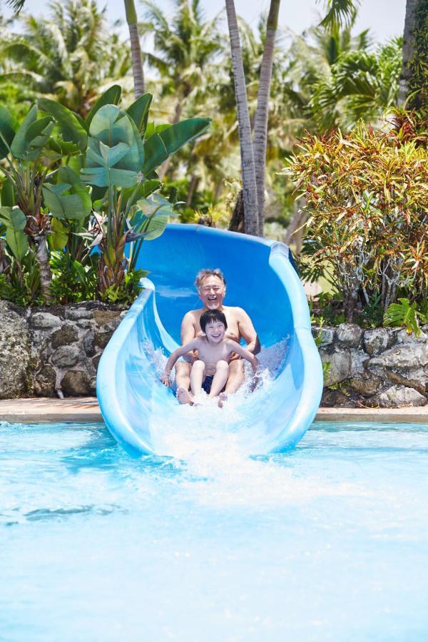 酒店泳池Slide.jpg