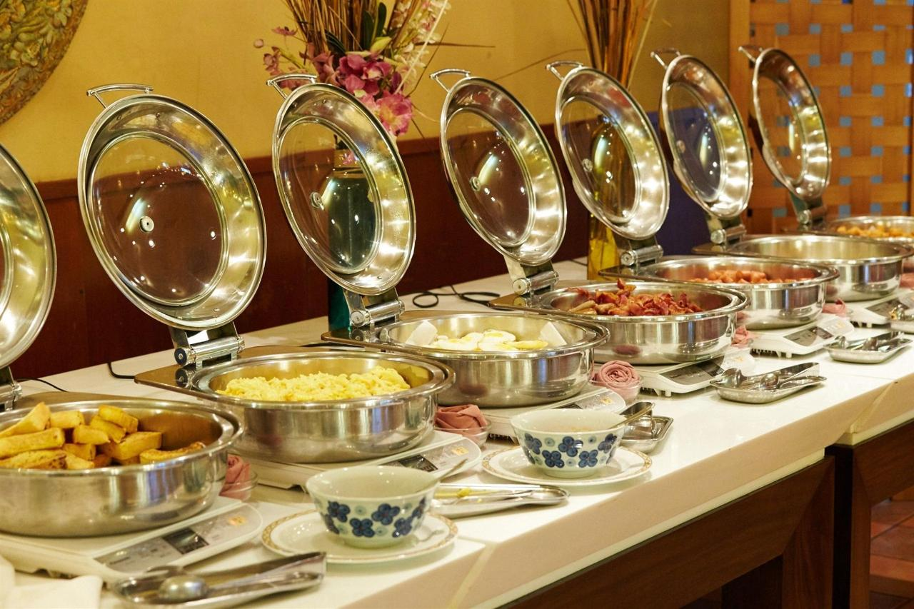 Gold Club Buffet.jpg