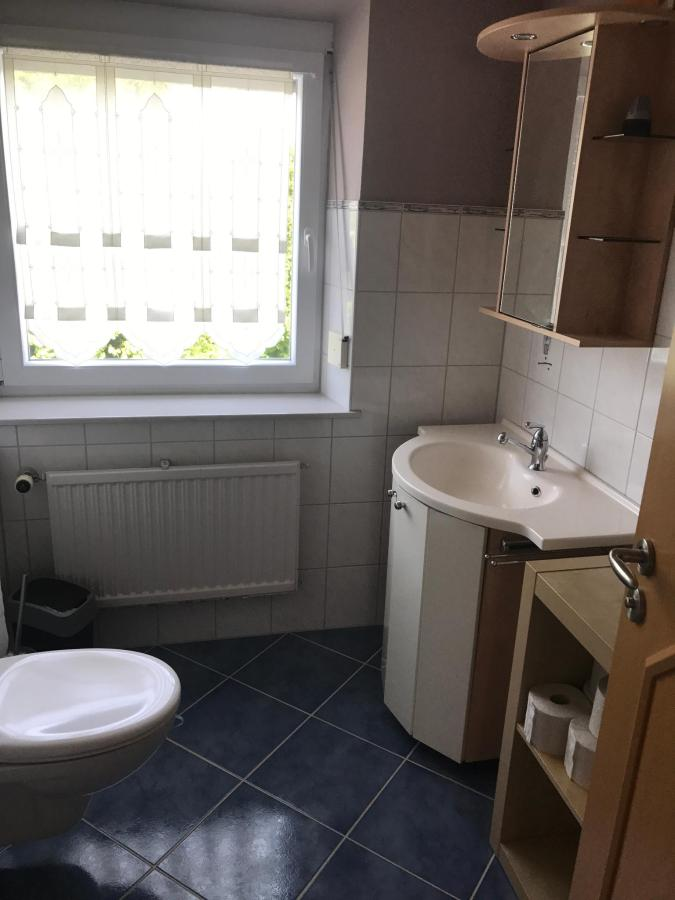 bathroom (2nd floor)