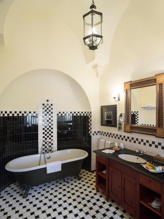 Deluxe Pasha Bathroom.jpg