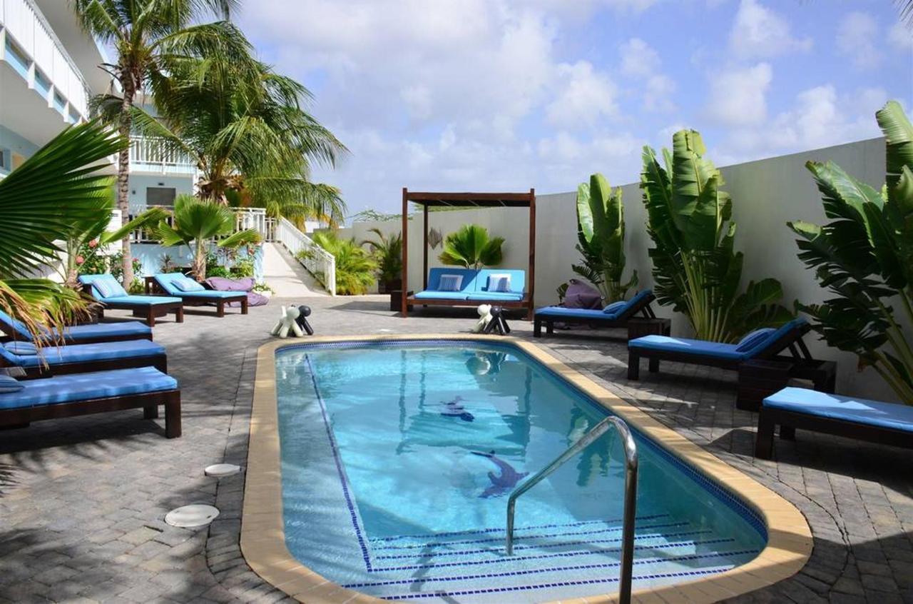Pool, Dolphin Suites, Willemstad, Curaçao.jpg