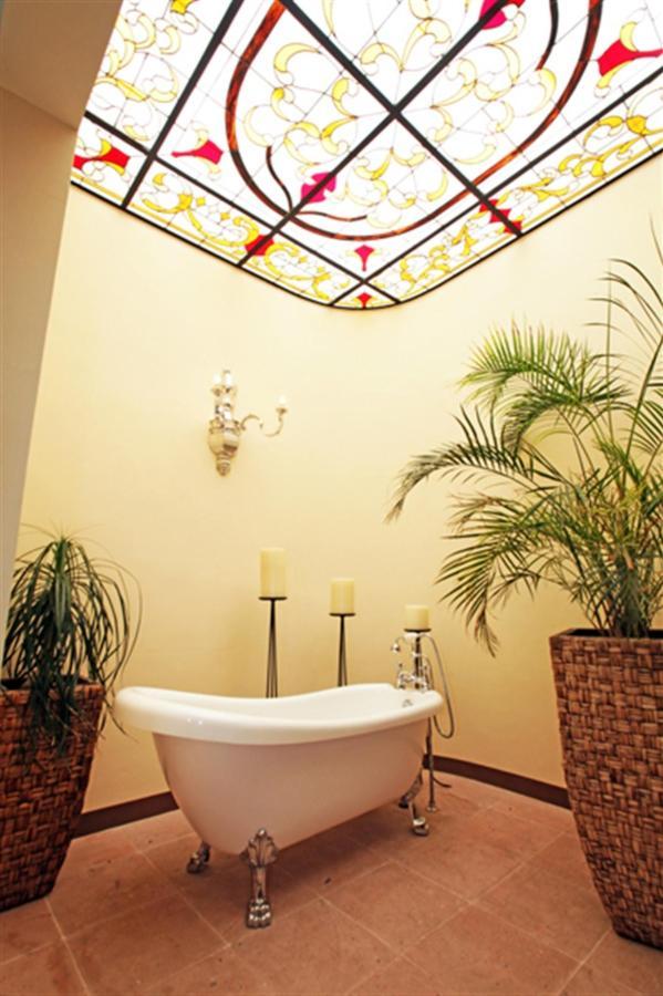 Tina Master Suite, Gran Casa Sayula Hotel Galeria & SPA, Sayula, Mexico.jpg