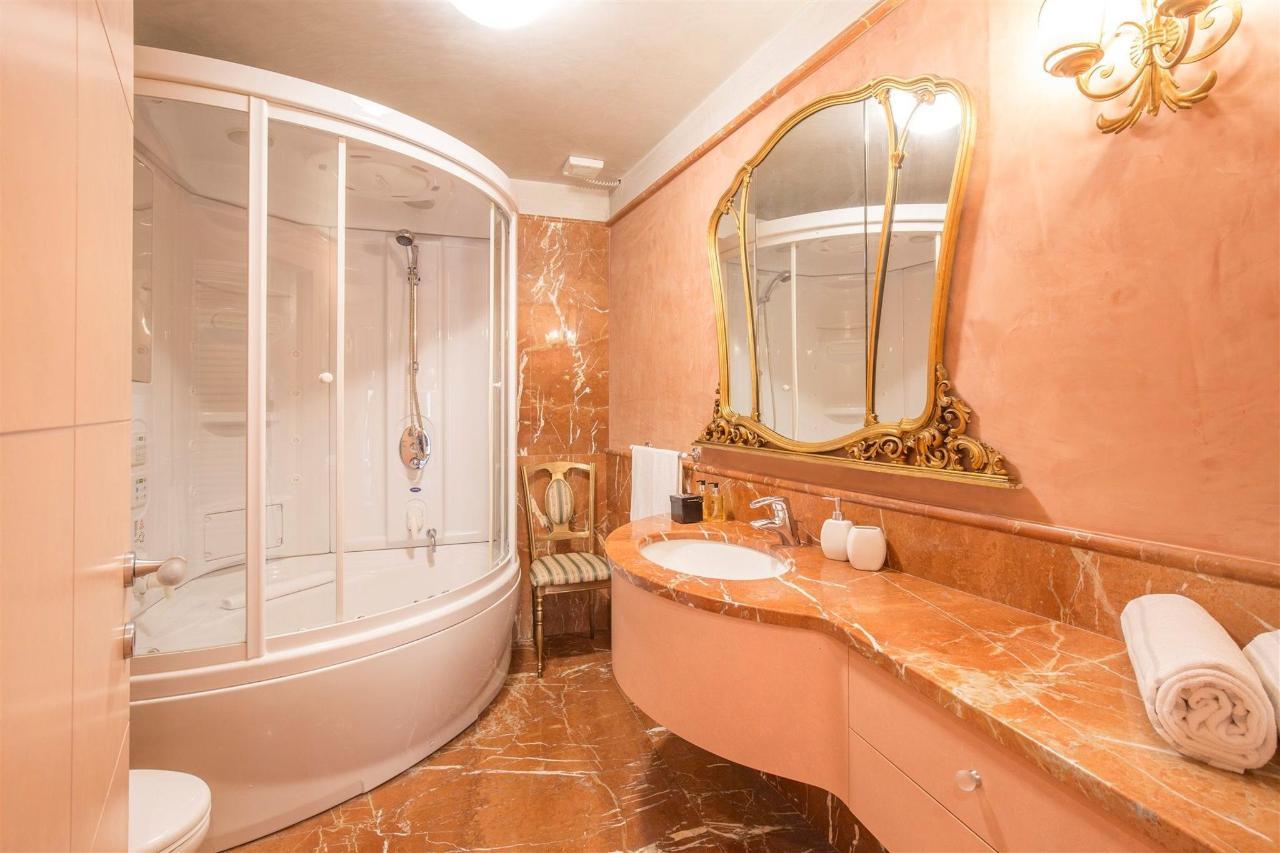 Verona - Piazza Erbe Leone 2 Bedroom Suite with Terrace by Corte Realdi