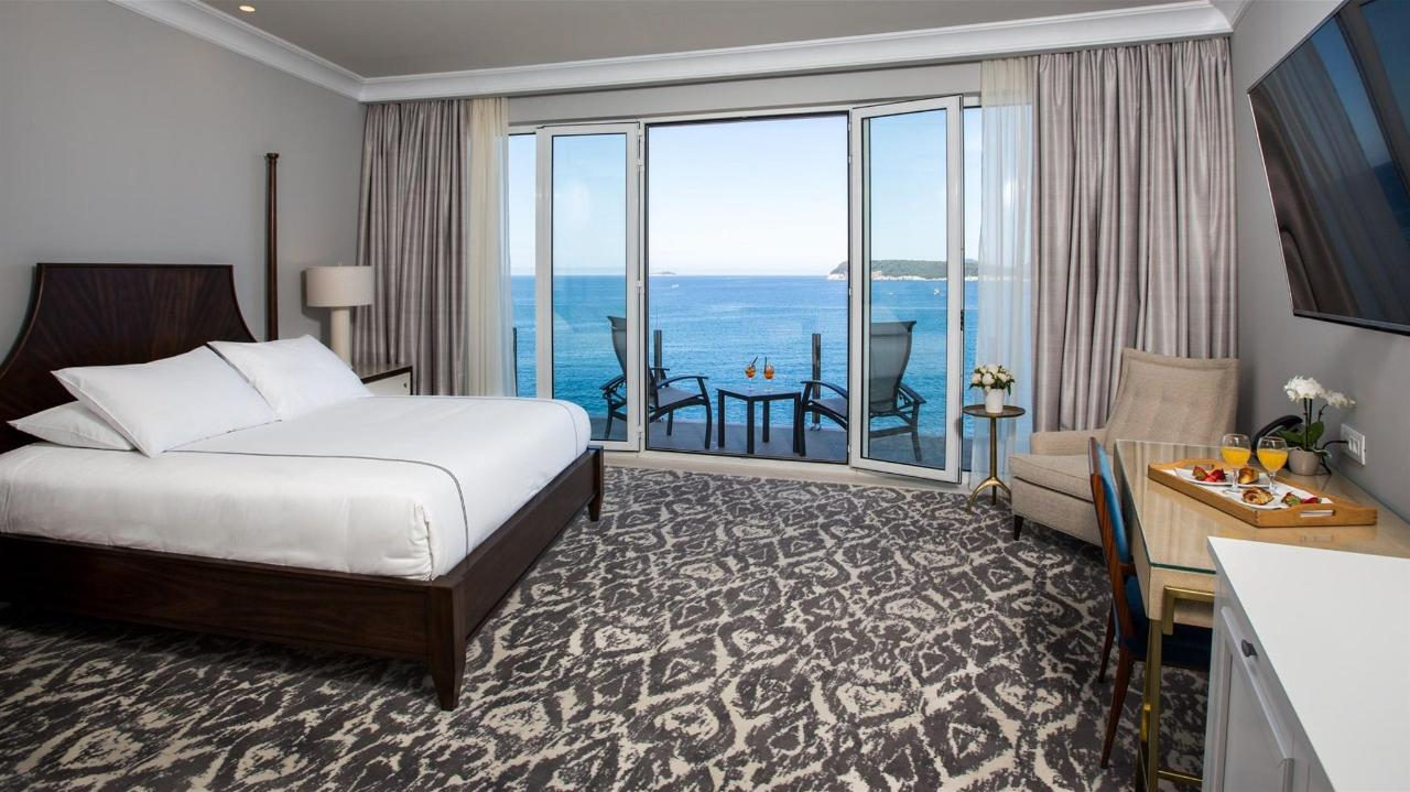 Deluxe Sea View Room with Balcony.jpg