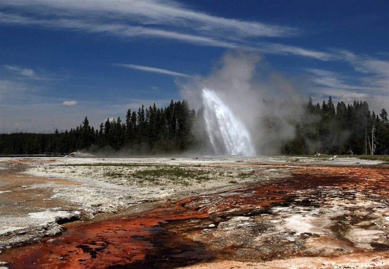 Yellowstone-National-Park-edit.jpg.1920x0.jpg