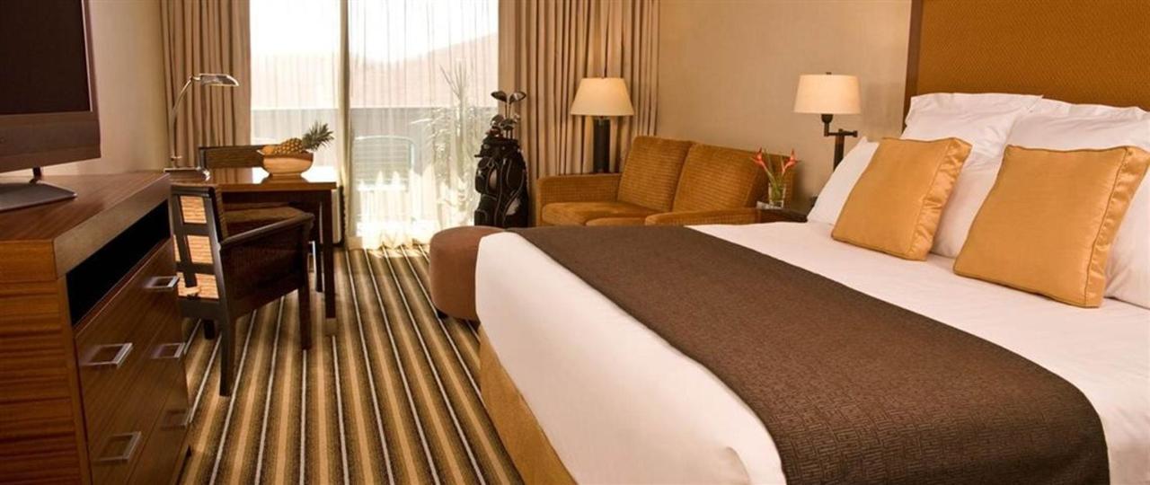 deluxe-room-with-king-bed-jpg-1140x481-default.JPG.1024x0.JPG