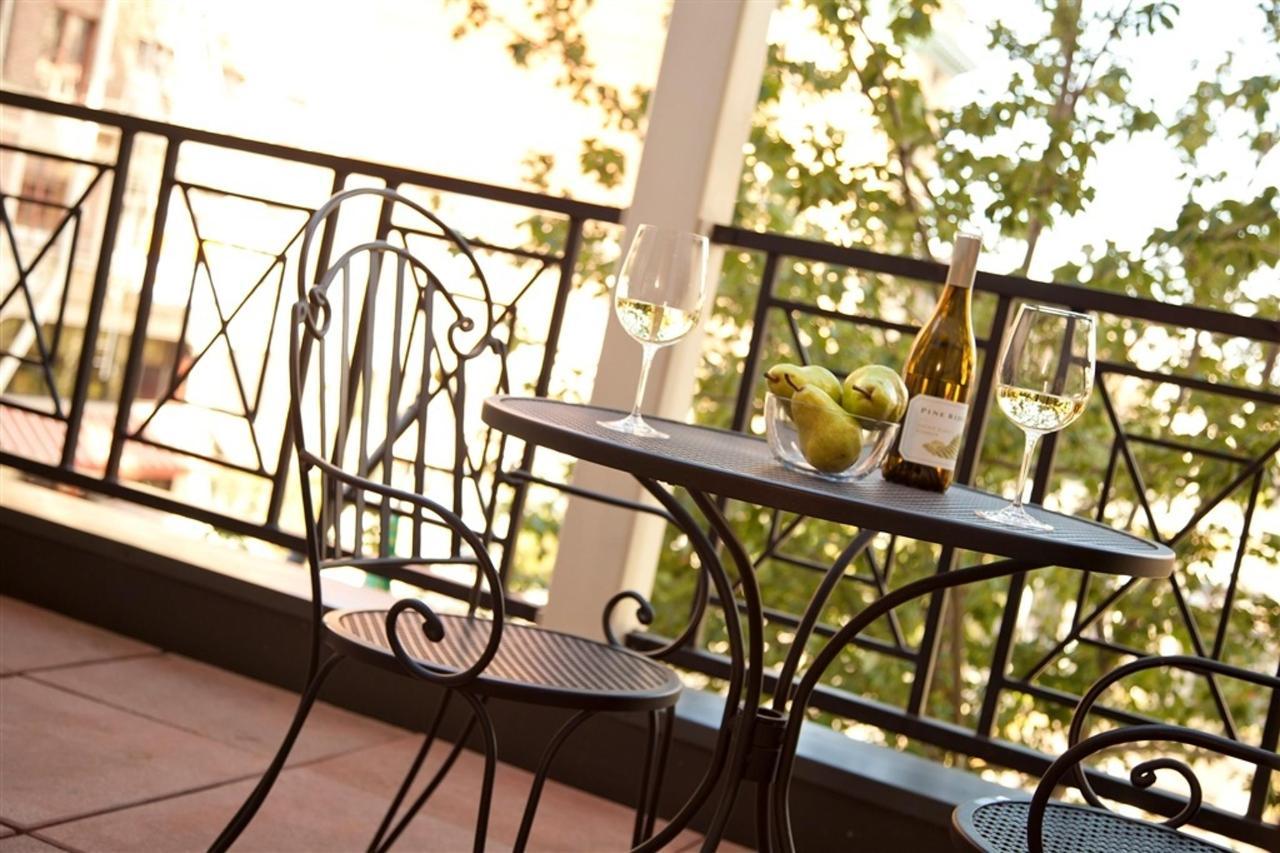 paramount-room-patio-2-jpg-1024x0.jpg.1024x0.jpg