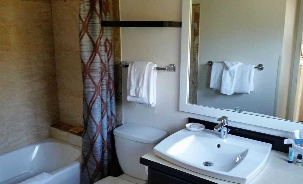studio-guestroom-bath-2.jpg.1920x0.jpg