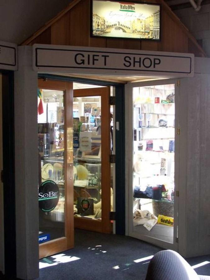 gift-shop.jpg.1920x0.jpg