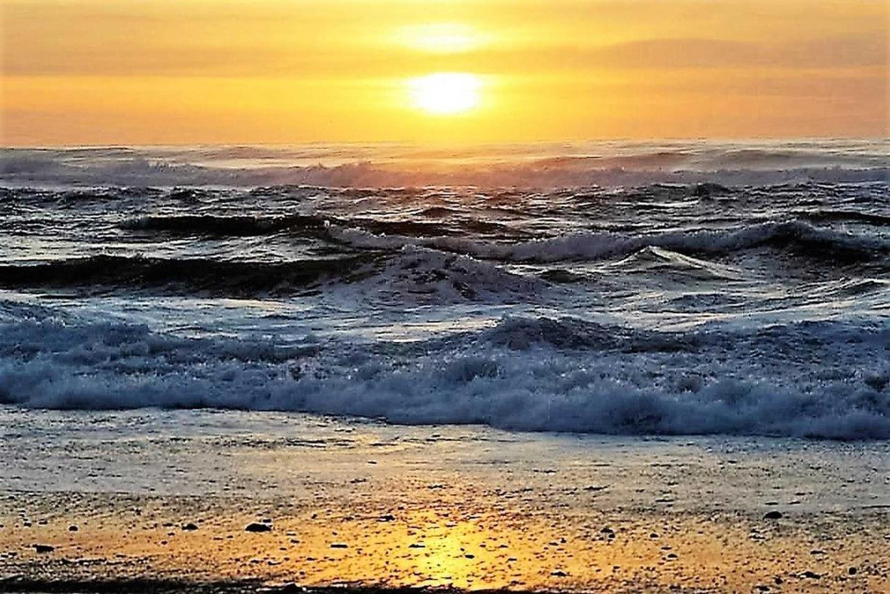 sunset-2.jpg.1920x0.jpg