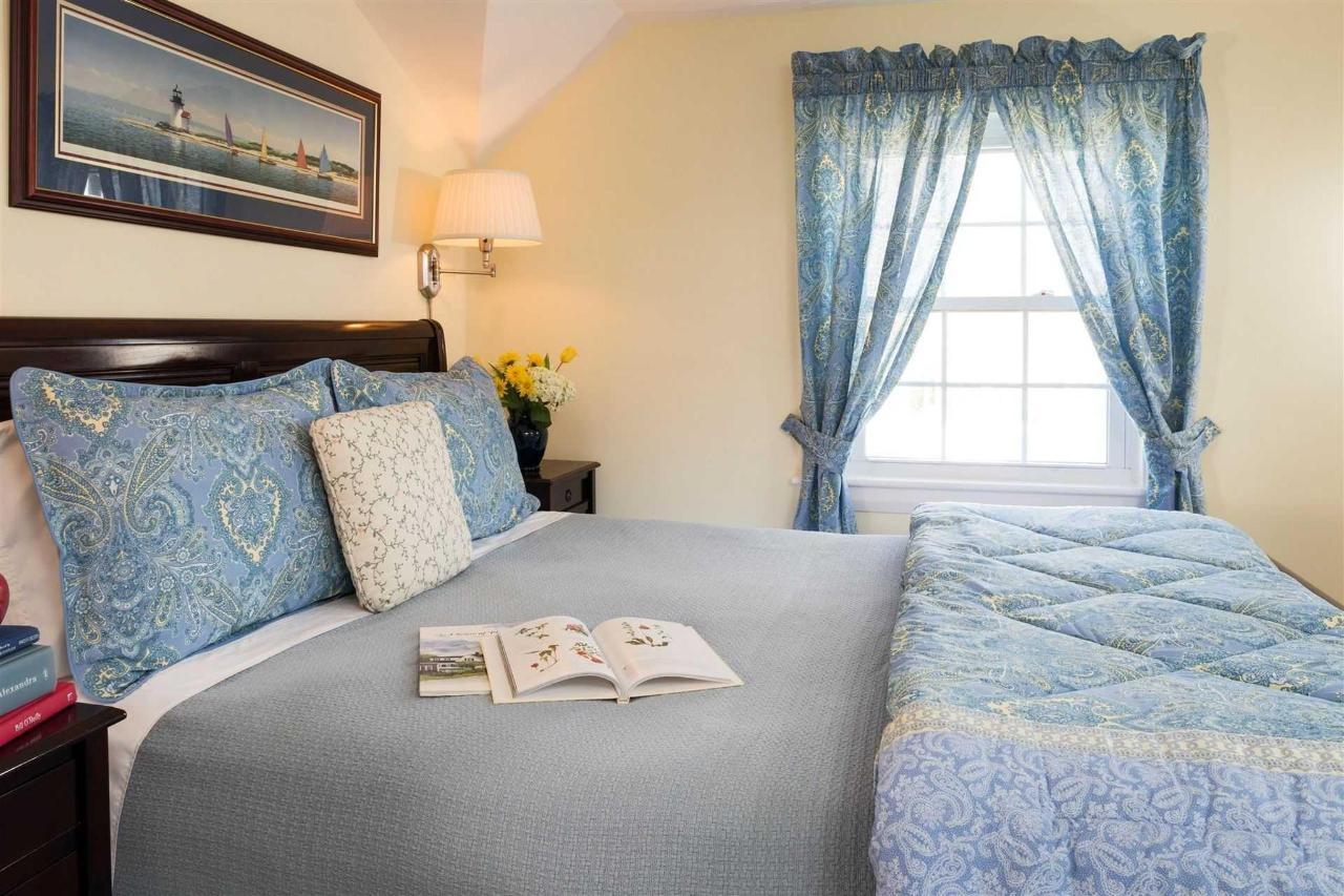 guestrooms-monomoy-1.jpg.1920x0.jpg