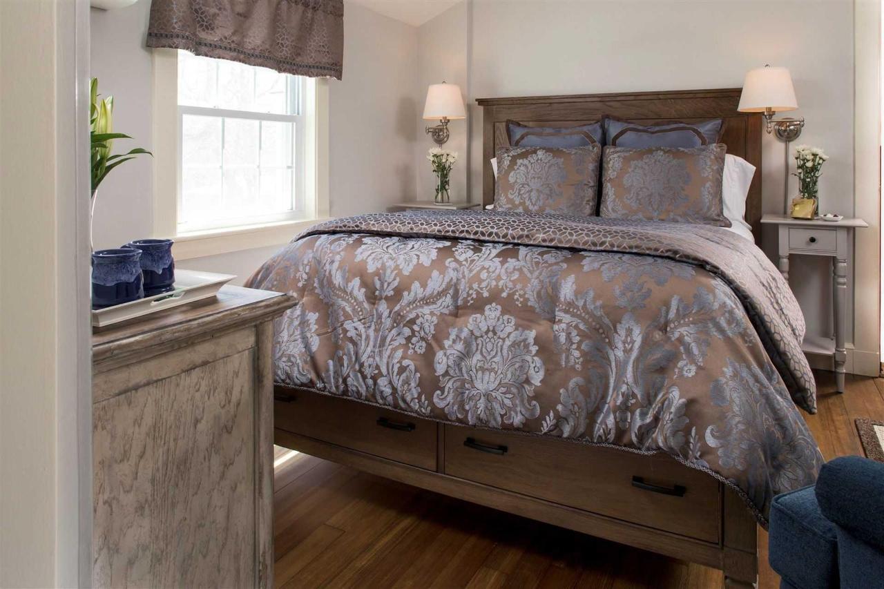 guestrooms-sutcliffes-3.jpg.1920x0.jpg