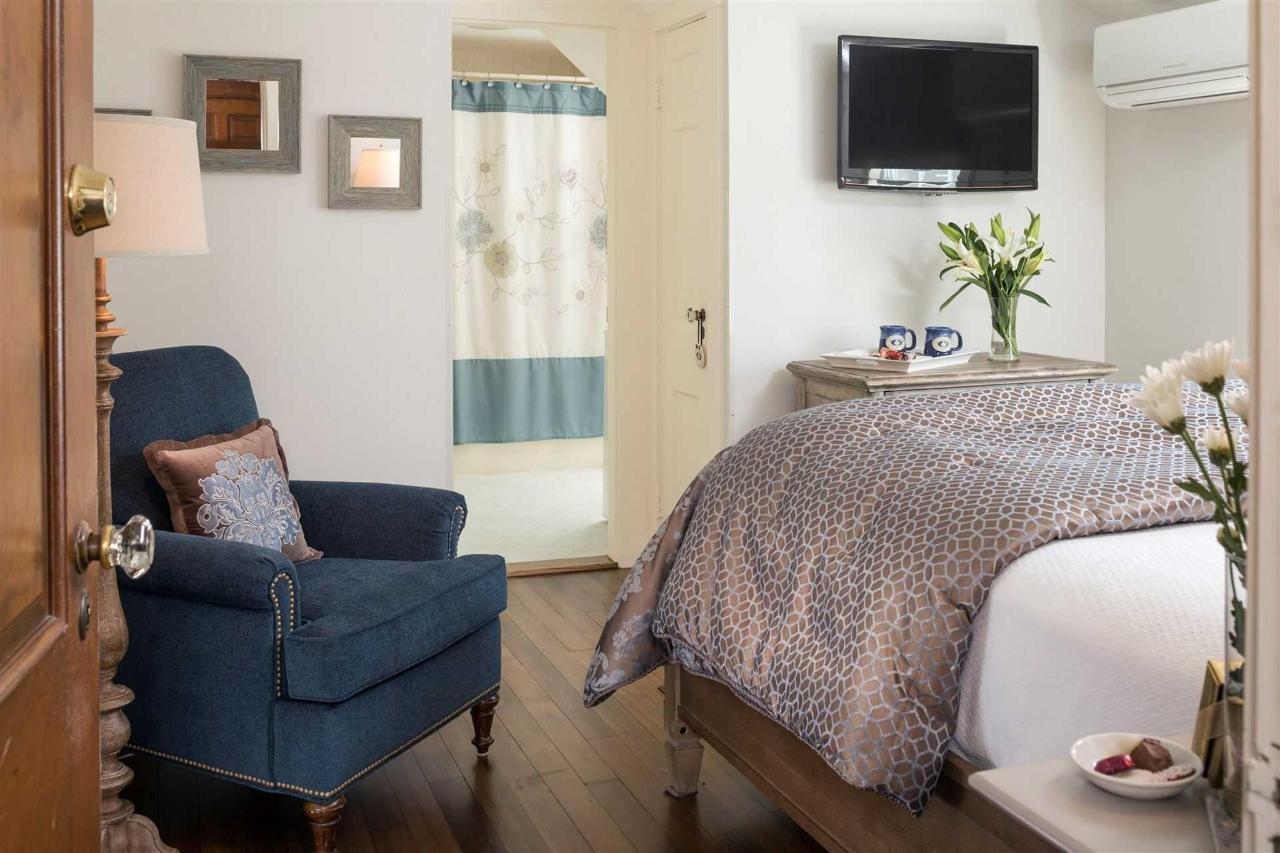 guestrooms-sutcliffes.jpg.1920x0.jpg