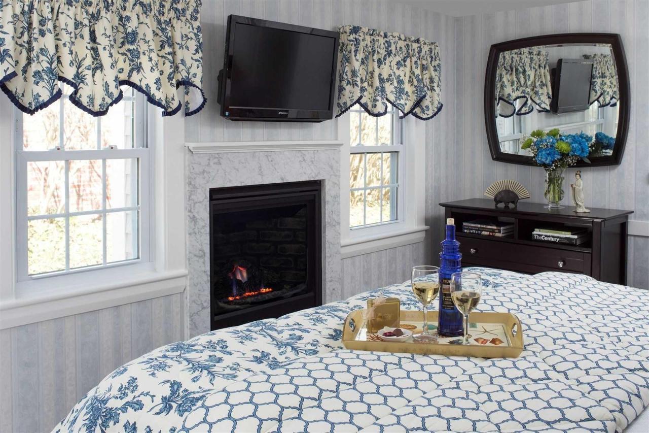 guestrooms-stage-harbor.jpg.1920x0.jpg