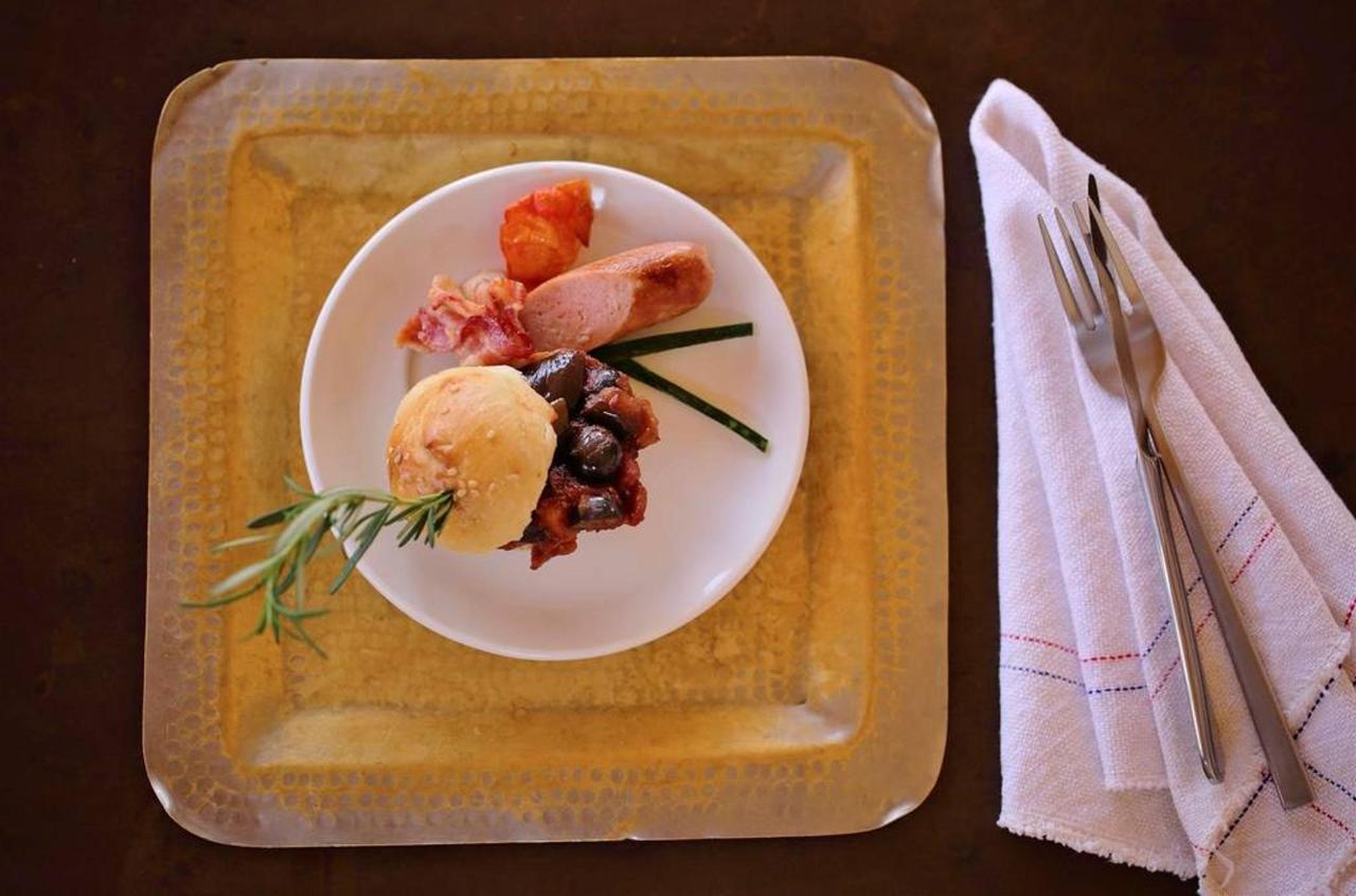 Cuisine Caponata, roasted sausage and crispy bacon.jpg.1024x0.jpg