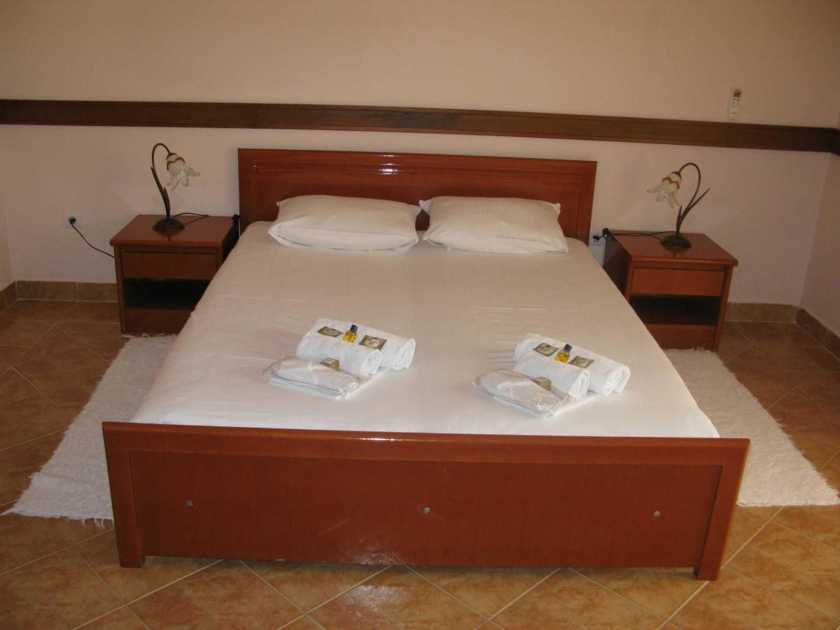 APP Suite - double bed.JPG