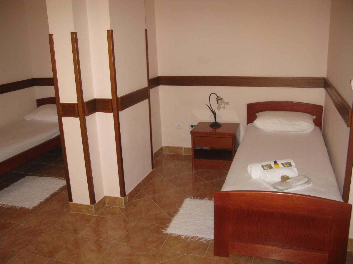 APP Suite - single beds.JPG