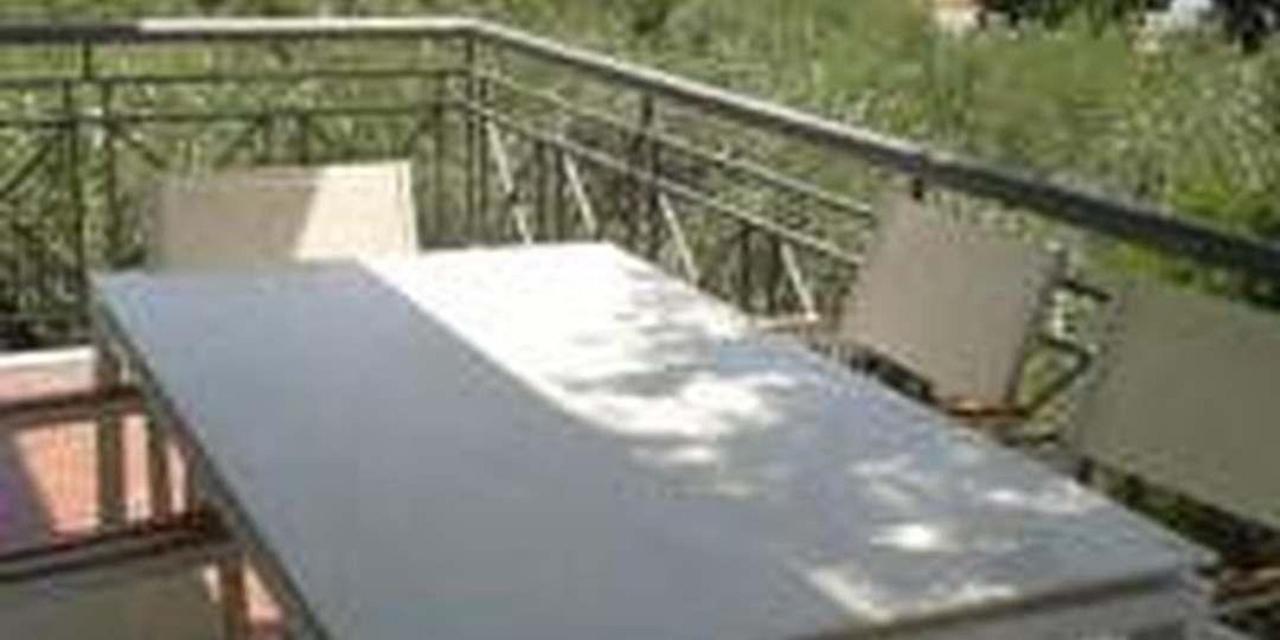 Επιπλωμένη Βεράντα
