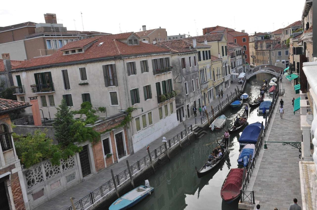 Fondamenta Minotto and the canal from the balcony.JPG