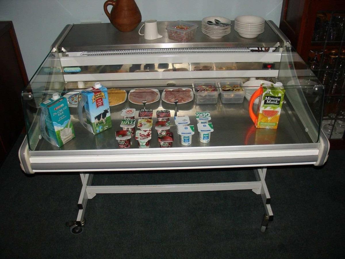 cooler breakfast table