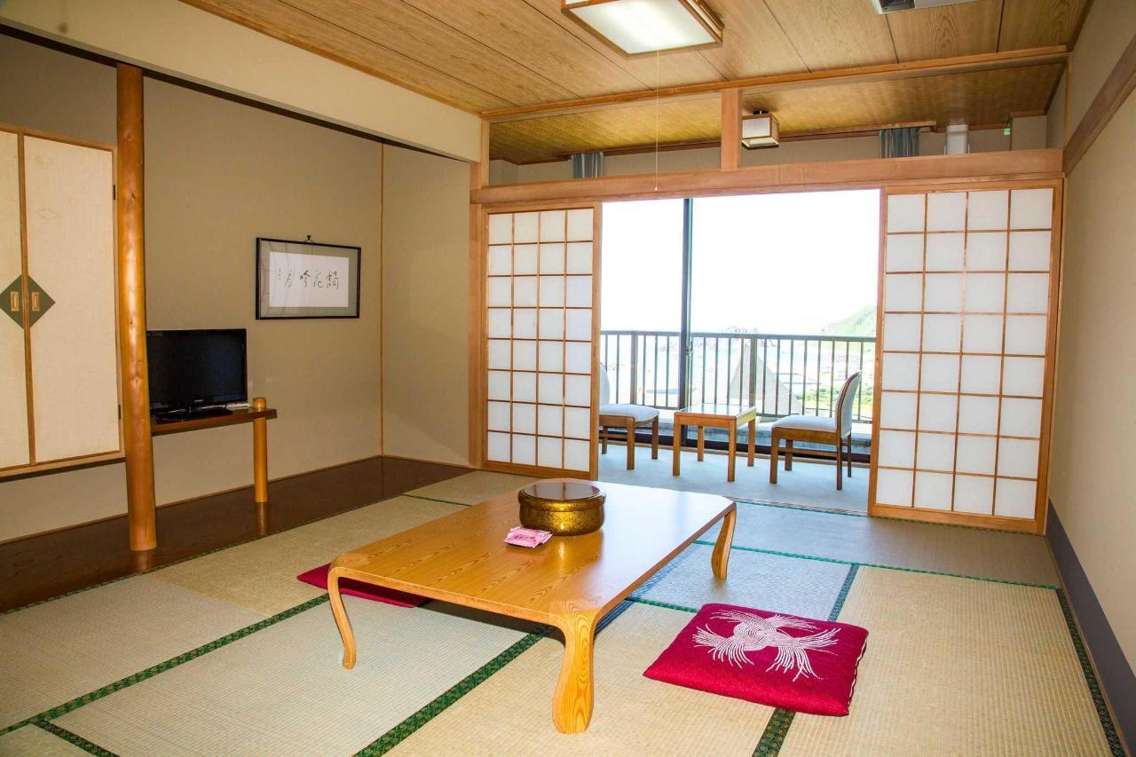 【客室】12畳和室。ゆとりある12畳の和室は足をのばしてゆっくりとお寛ぎいただけます。