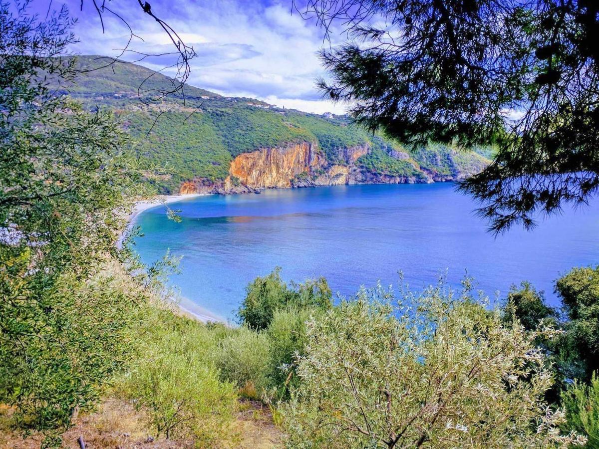 Lychnos beach.jpg