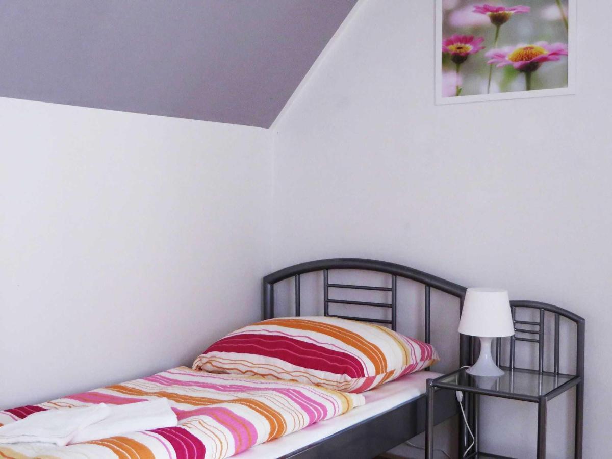 2 Bedroom Attic Apartment - single bed