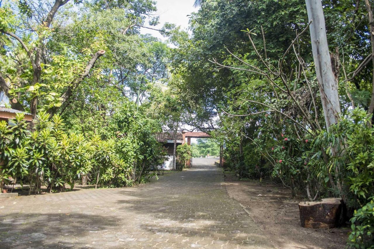 Property  Vista de la entrada a Hotel Apastepe